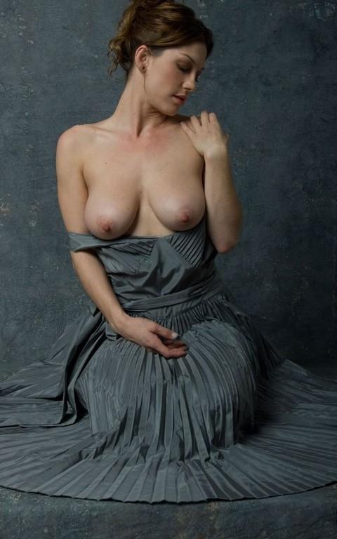 Фото груди девушек под платьем